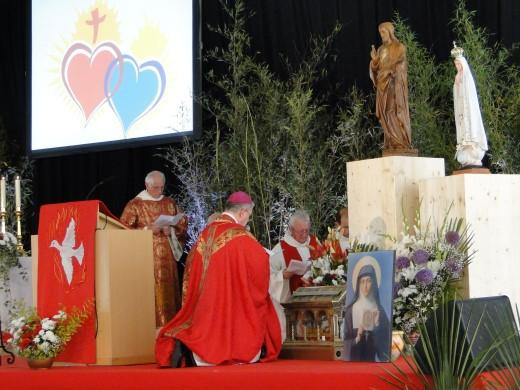 Consecration Mgr Aillet de son Doicèse aux 2 Saints Coeurs Unis 8 juin 2014