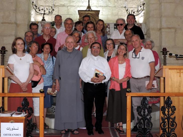 Mgr Mounir & groupe DSCN2834.jpg